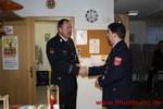 Kreisbrandmeister Josef Thoma bringt das Friedenslicht nach Hutthurm