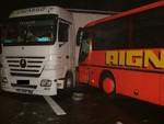 Titelbild des Albums: Verkehrsunfall B12 Bus gegen LKW 08.01.2011