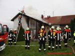 Leiterneinsatz zum Bekämpfen des Dachstuhlbrandes
